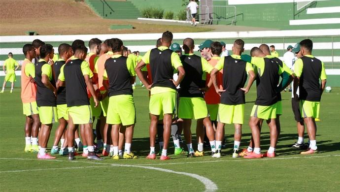 Jogadores do elenco do Goiás durante treino (Foto: Rosiron Rodrigues/Goiás E.C.)