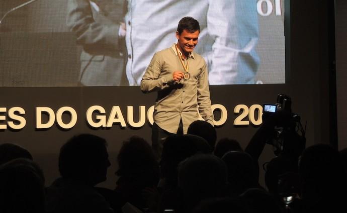 Aránguiz inter festa gauchão premio craque 2014 (Foto: Tatiana Lopes/GloboEsporte.com)