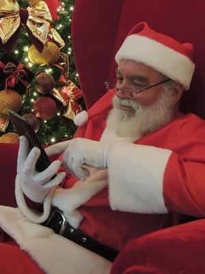 Papai Noel responde a pedidos de presentes por Whatsapp, em Goiás (Foto: Divulgação)