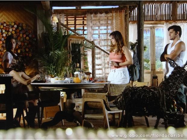 Natália não gosta de saber que ex marido está chegando (Foto: Flor do Caribe/ TV Globo)