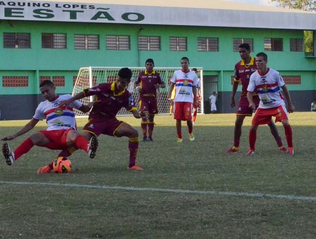 Plácido e Genus se enfrentam no estádio Florestão, pela Série D (Foto: João Paulo Maia)