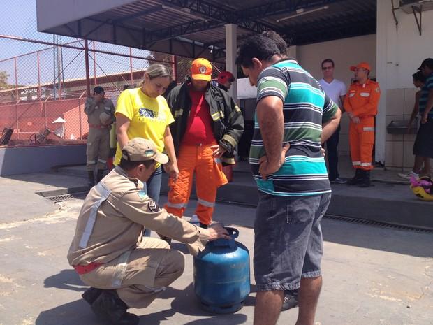 Dia Nacional da Construção Social contou com demonstrações do Corpo de Bombeiros (Foto: Fabiana Figueiredo/G1)