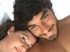 Deborah Secco e Hugo Moura posam coladinhos: 'Deitados do lado do berço'