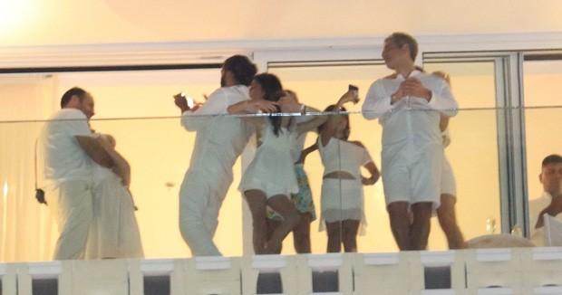 Natalie Portman curte virada em Copacabana com família (Foto: AgNews)