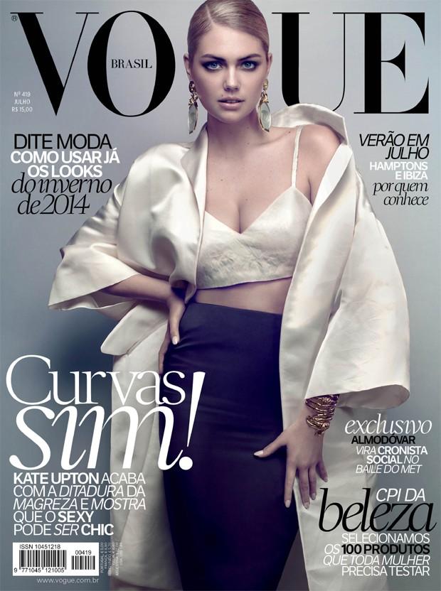 Kate Upton e a capa da edição de julho da Vogue Brasil (Foto: Henrique Gendre)