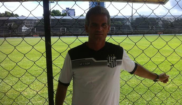 Eugênio Souza prepara os atletas tecnicamente e psicologicamente para a estreia no Mineiro (Foto: Sávio Scarabelli/GE)