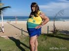 Leandro Hassum sensualiza na praia