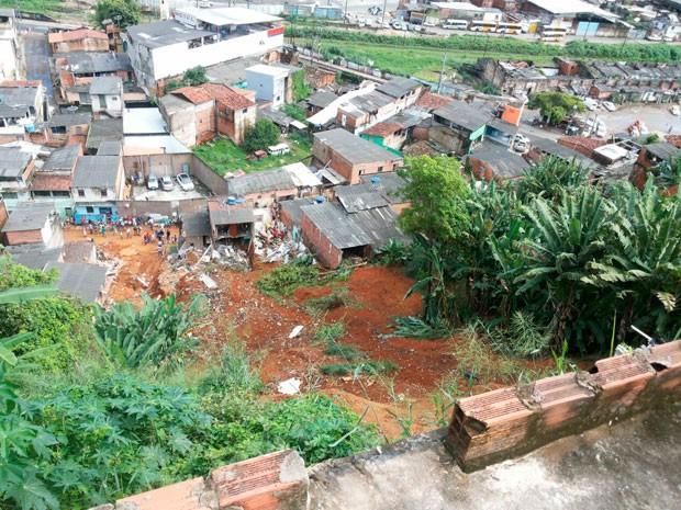 Deslizamento em Nilo Peçanha, em Salvador, onde morreram as 4 pessoas (Foto: Robel Sousa/TV Bahia)
