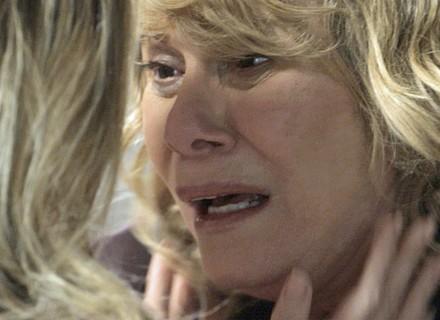 Kiki reaparece para Nora e deixa mãe em choque
