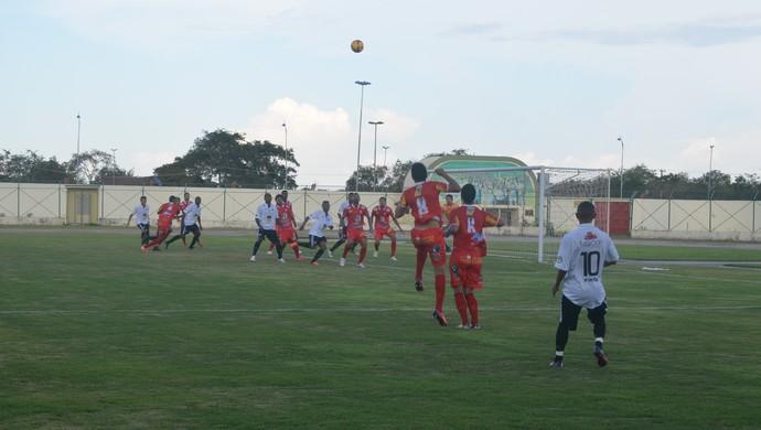 Santos-AP e Rio Branco-AC disputam liderança do grupo A1 da Série D, no estádio Zerão, em Macapá (Foto: Jonhwene Silva/GE-AP)