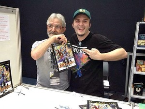 Rodrigo Castro e o quadrinhista José Luis García-López, na Comic Con Experience (Foto: Arquivo Pessoal)