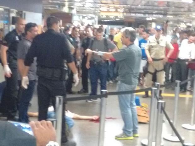 Homem é baleado no Metrô da Uruguaiana (Foto: Wandeer/WhatApp)