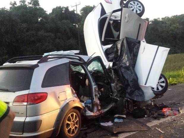 Quatro pessoas morreram em acidente na BR-277 (Foto: Divulgação/ PRF)