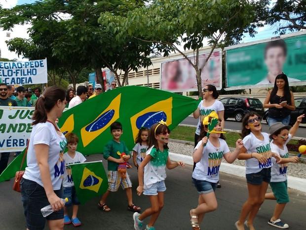Crianças também participaram de protesto em Garanhuns (Foto: Divulgação/Polícia Militar)