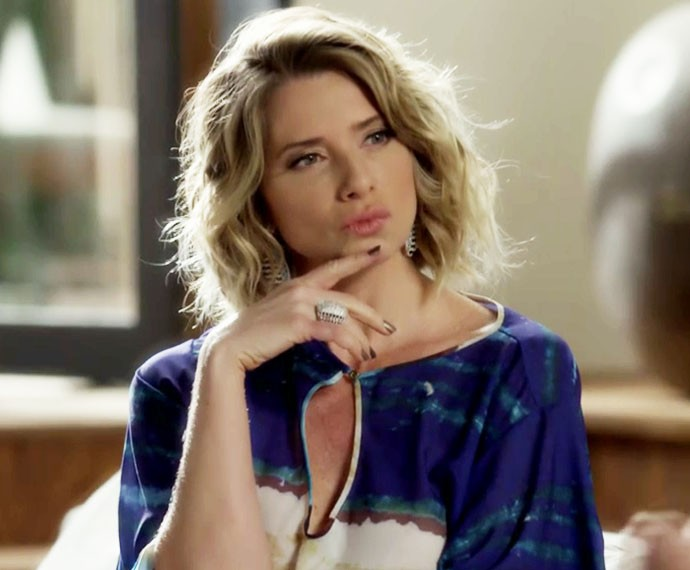 Soraya adora um cintilante nas unhas (Foto: Gshow /TV Globo)