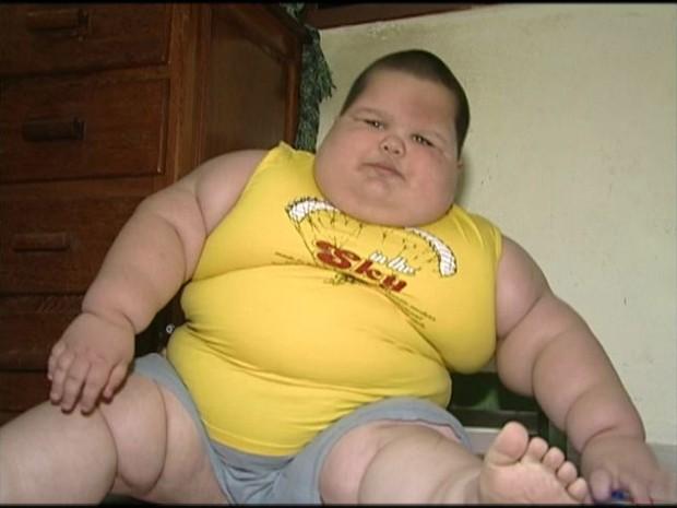 Criança tem três anos e pesa 70kg (Foto: Reprodução/ TV Gazeta)
