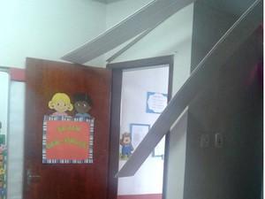 Direção dispensou os alunos até que seja feita uma vistoria completa na escola (Foto: Domingos Ribeiro/Mirante AM)