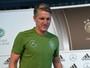 Schweinsteiger deseja ficar no United e diz não ter problemas com Mourinho