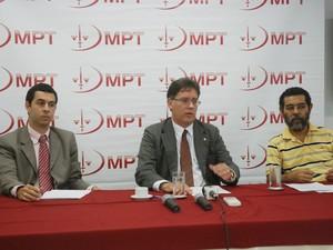 Anúncio de proposta de TAC foi feito pelo procurador-chefe do Trabalho na Paraíba nesta quinta (13) (Foto: André Resende/G1)