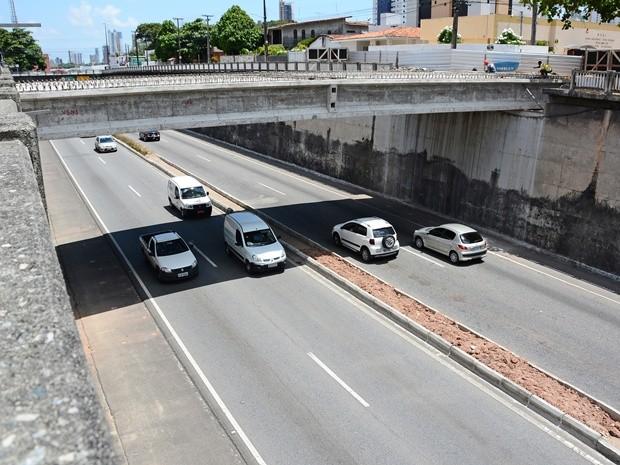 Viaduto está sendo instalado sobre o Km 17,9 da BR-230 (Foto: Divulgação/Secom-JP)