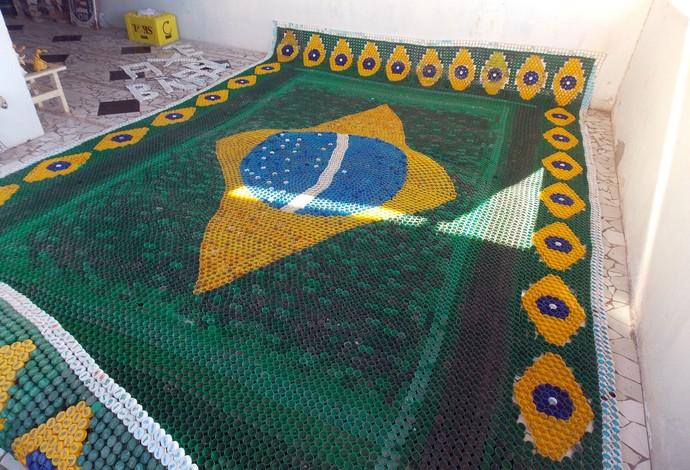Bandeirão de tampinhas; Salvador (Foto: Raphael Carneiro)