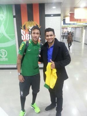 Jogador rondoniense reencontra Neymar em Seul (Foto: Reprodução/Facebook)