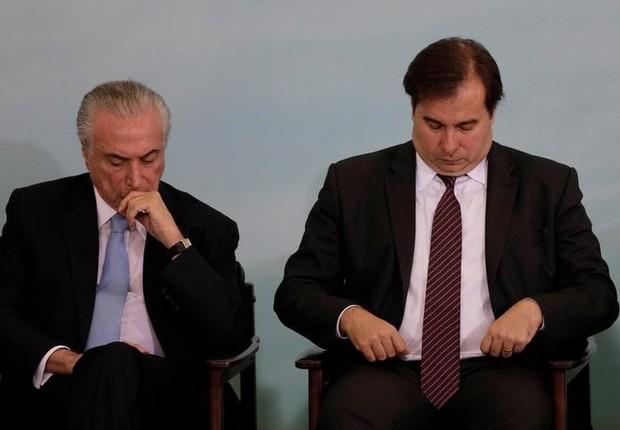 Presidente Michel Temer e presidente da Câmara, Rodrigo Maia (DEM-RJ), em cerimônia no Palácio do Planalto (Foto: Ueslei Marcelino/REUTERS)