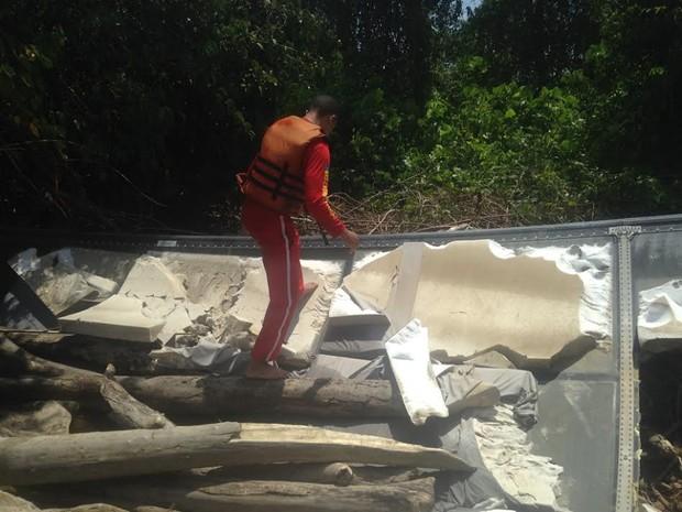 Destroços de avião encontrado na costa do Amapá (Foto: Divulgação/ Corpo de Bombeiros do Amapá)