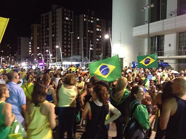 Manifestação no Farol da Barra, em Salvador, Bahia. 17.03 (Foto: Maiana Belo / G1)
