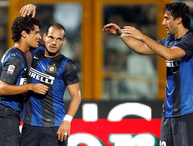 Phillppe Coutinho, Milito e Sneijder, Inter de Milão (Foto: Agência Reuters)