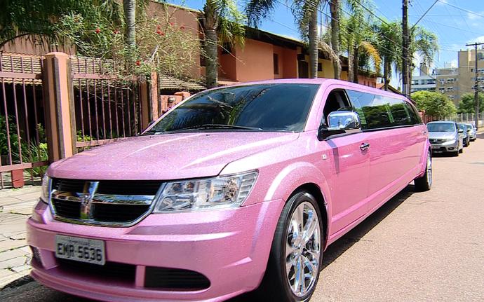 mistura com rodaika limousine rosa (Foto: Reprodução RBS TV)