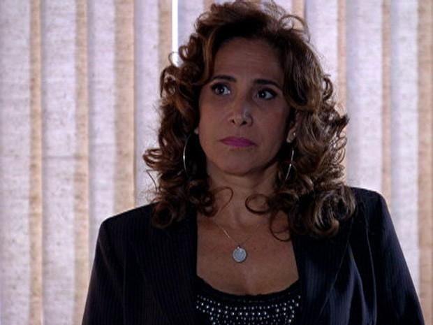 Wanda leva bronca de Lívia e não gosta (Foto: Salve Jorge/TV Globo)
