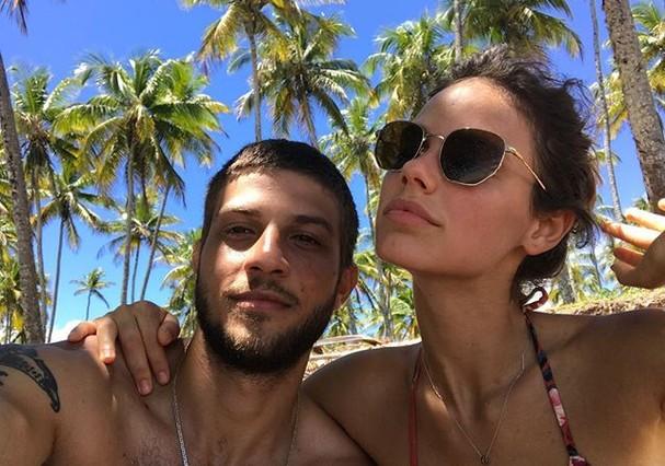 Chay Suede e Laura Neiva na Bahia (Foto: Reprodução/Instagram)