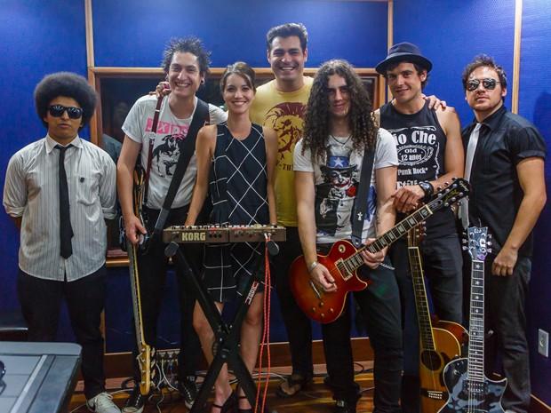 Sergio Guizé grava música com a banda Tio Che e a participação de Nathalia Dill e Thiago Lacerda (Foto: Artur Meninea/ Gshow)