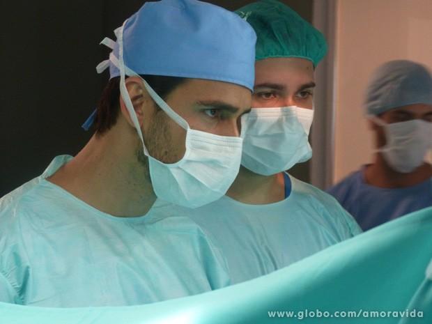 Jacques assume a cirurgia do transplante (Foto: Amor à Vida / TV Globo)