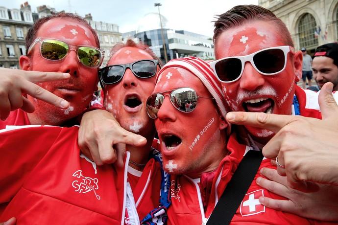 Torcedores da Suíça na Eurocopa (Foto: FRANCOIS NASCIMBENI / AFP)