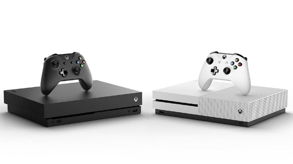 O Xbox One X surpreende por ser ainda menor que o modelo Xbox One S (Foto: Reprodução/DualShockers)