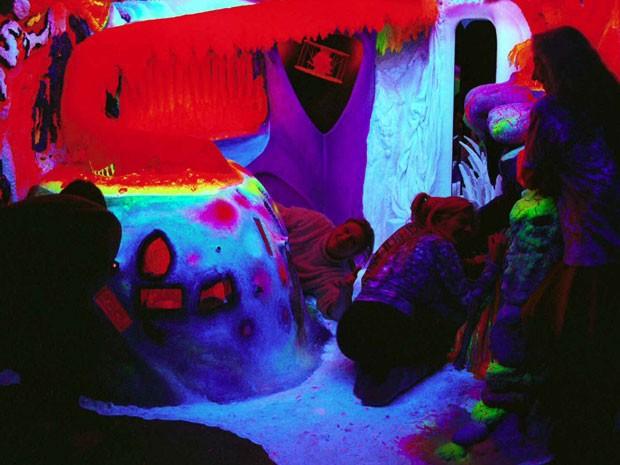 Ambiente do 'Eletric Ladyland', museu sobre fluorescências da Holanda (Foto: Divulgação/Nick Padalino)