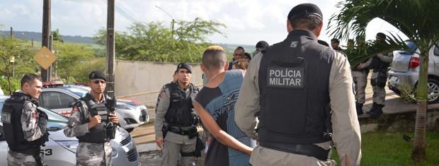 Operação integrada contou com as Polícias Civil e Militar em Santa Rita  (Foto: Walter Paparazzo/G1)