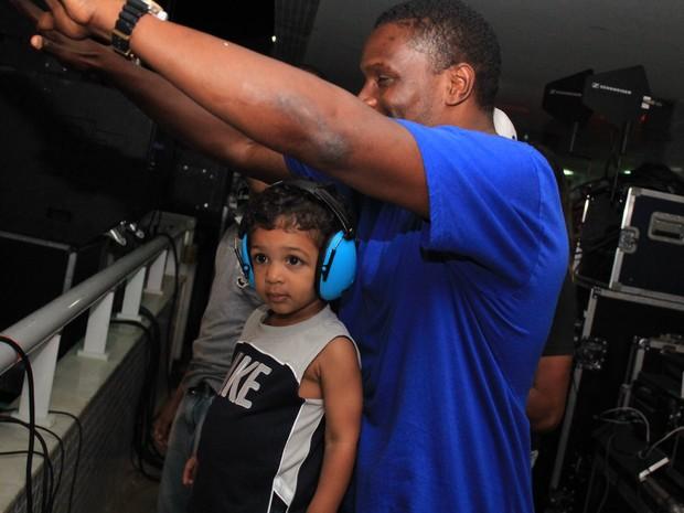 Jacaré com o filho Rafael em show do grupo É o Tchan em Salvador, na Bahia (Foto: Sércio Freitas/ Ag. Sércio Freitas/ Divulgação)