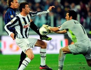 Buffon fez grandes defesas e salvou o Juventus (Foto: Agência Efe)