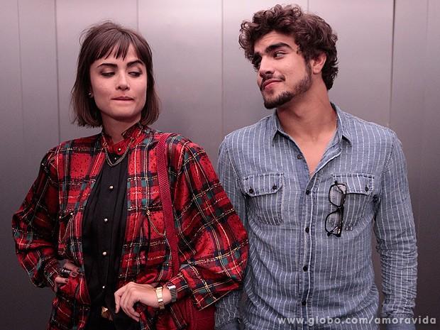 Os dois começam a se olhar, cheios de maldade... (Foto: Amor à Vida / TV Globo)