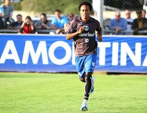 Zé Roberto treina com novo corte de cabelo (Foto: Lucas Uebel/Divulgação, Grêmio)