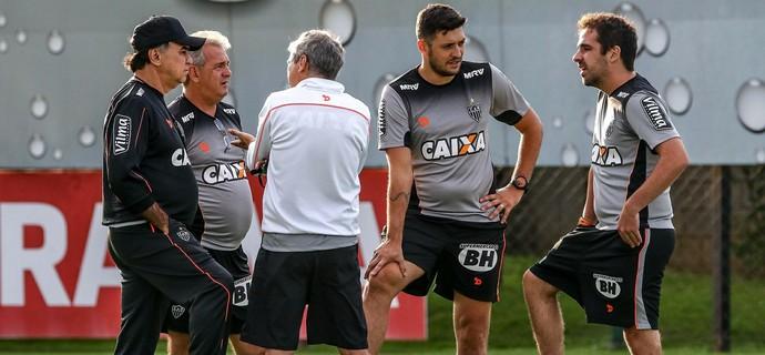 Marcelo Oliveira e a comissão técnica do Atlético-MG (Foto: Bruno Cantini / Atlético-MG)