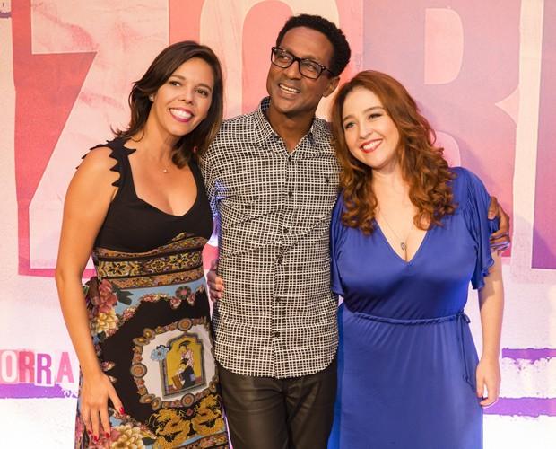 Flávia Reis ao lado de Luís Miranda e Débora Lamm no lançamento do Zorra (Foto: Tatá Barreto / TV Globo)