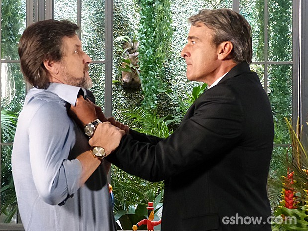 Thomaz manda LC se afastar de Heloísa (Foto: Além do Horizonte/TV Globo)