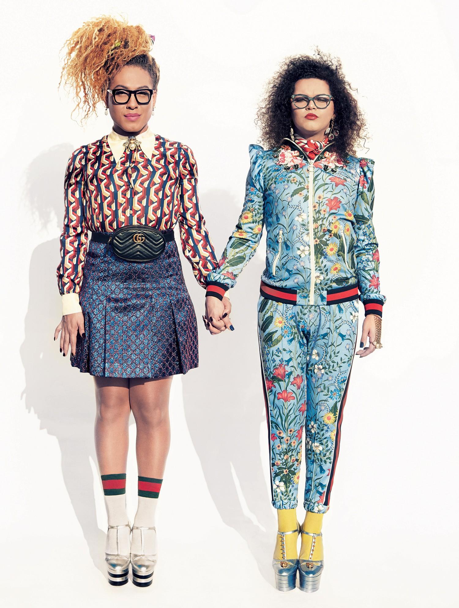 Raquel Virgínia usa camisa de cetim de seda (R$ 4.910), saia de lurex (R$ 4.530), lenço no cabelo (R$ 1.960), anel usado como broche (R$ 3.690) e sapatos (R$ 3.760). Assucena veste jaqueta (R$ 8.310) e calça (R$ 4.160), ambas de jérsei, brincos (R$ 2.860) (Foto: Cassia Tabatini)