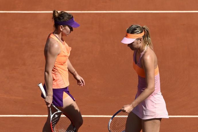 Maria Sharapova e Simona Halep (Foto: DOMINIQUE FAGET / AFP)