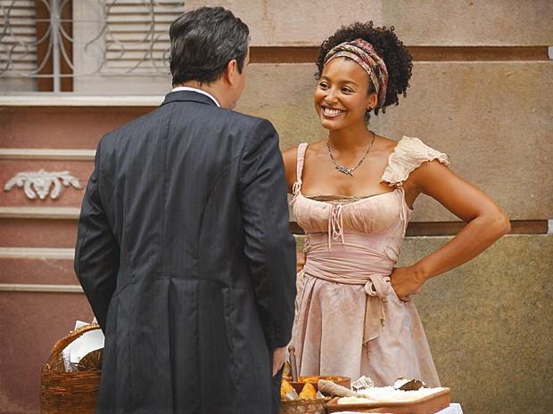 Berenice joga charme para o ex-senador e se dá bem (Foto: Lado a Lado / TV Globo)