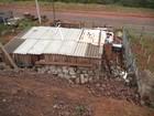 Muro de contenção desaba e danifica residência em Flores da Cunha, RS